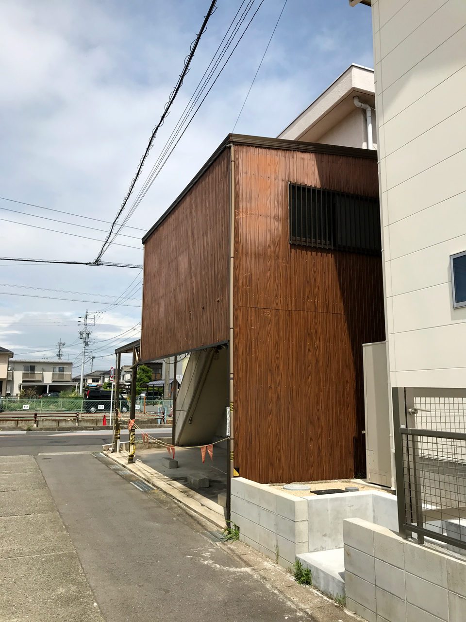 空き家を賃貸住宅へリノベーション改装設計、デザインの既設南西面