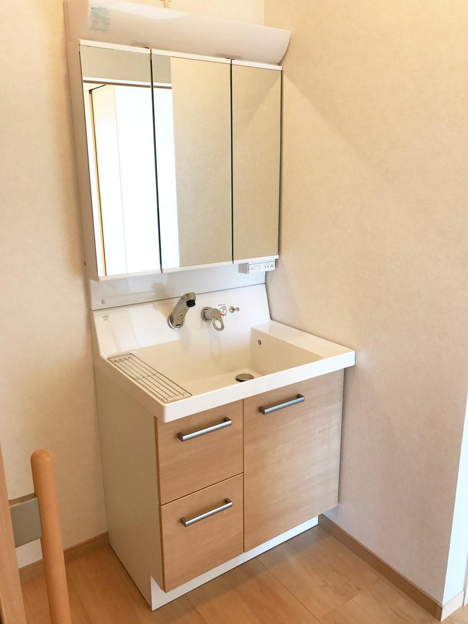 廊下に洗面台のある二世帯住宅の設計、デザイン