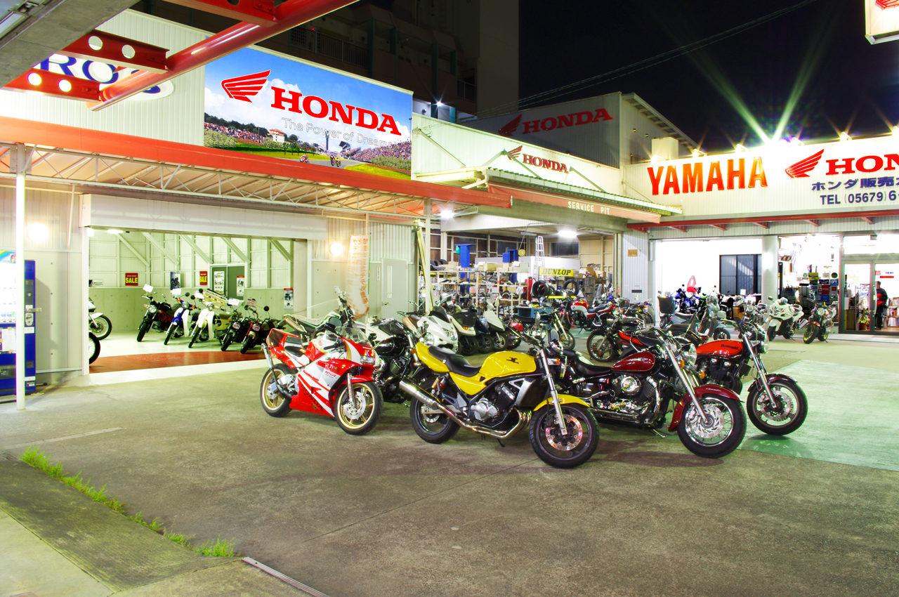 バイクショップの新車展示ショールームの店舗デザイン、設計