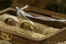 Hochzeitsringe / Eheringe in Ringschachtel fotografiert