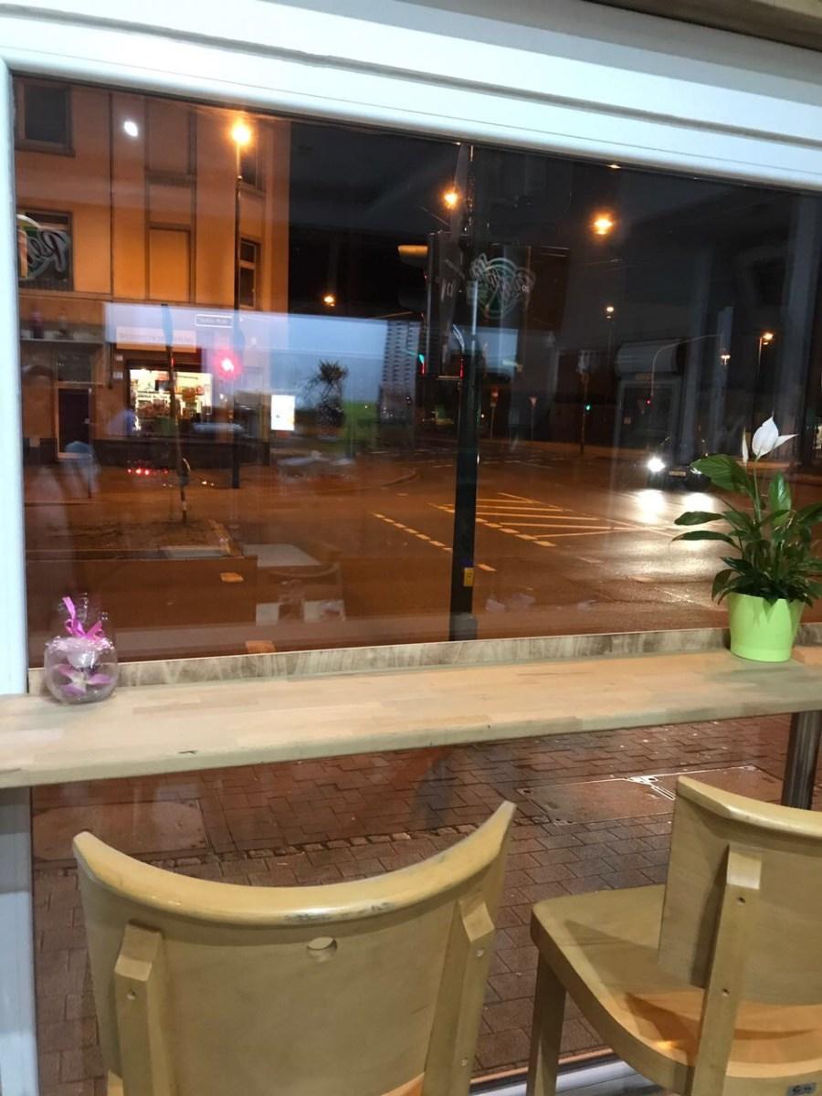 Restaurant innen mit Blick nach draußen