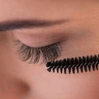 How to choose an effective eyelash growth stimulator?