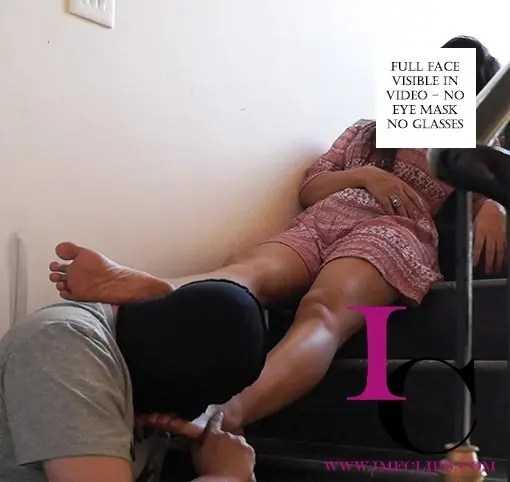 Toes Sucking Femdom