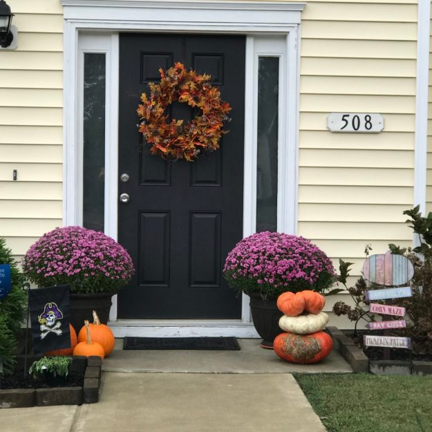 Fall Stoop Decorating