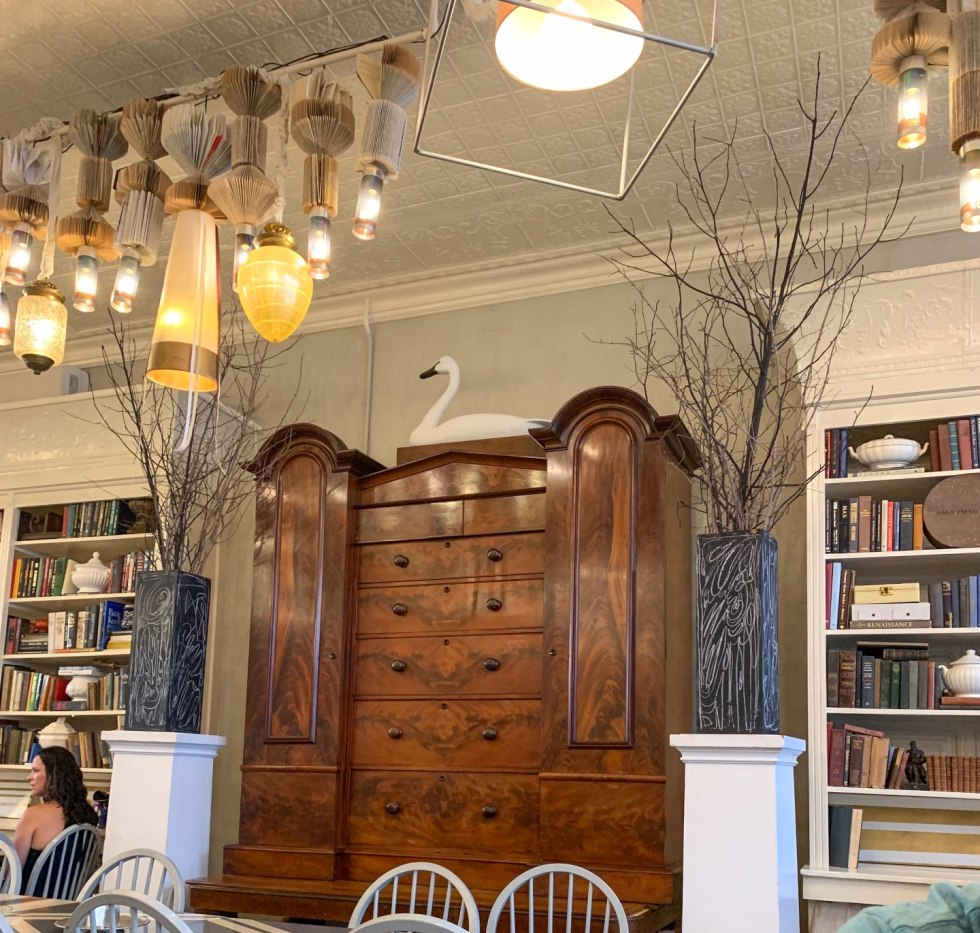 Top 5 Best Destination Restaurants in Eastern NC you Need to Try - I'm Fixin' To - @mbg0112 | Top 5 Best Destination Restaurants in Eastern NC you Need to Try by popular North Carolina blog, I'm Fixin' To: image of interior of Spoon River restaurant.
