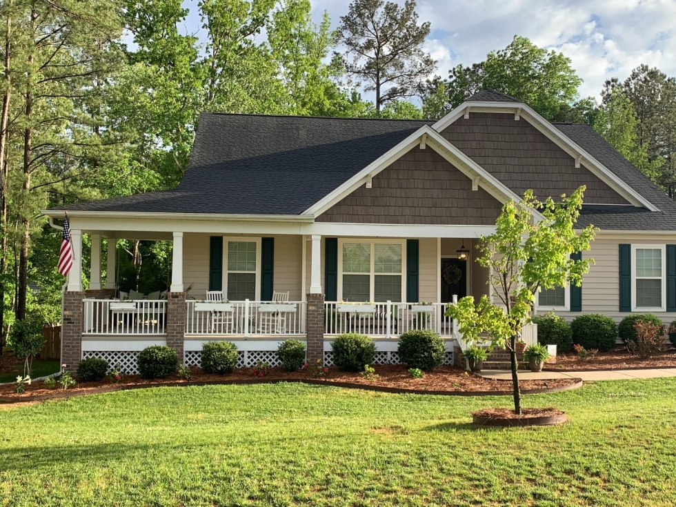 Second Year Updates to Our Ranch - I'm Fixin' To - @mbg0112 |  Our Updated Ranch House by popular North Carolina life and style blog, I'm Fixin' To: image of an updated ranch house.