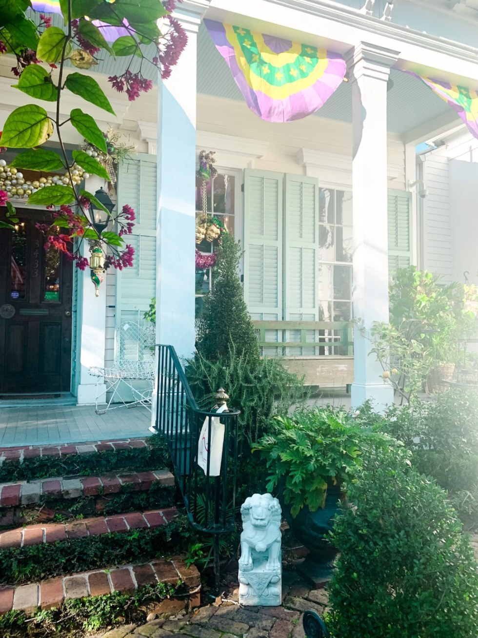 Girls Trip to New Orleans by popular US travel blog, I'm Fixin To: image of Dunn and Sonnier antiques and flowers.