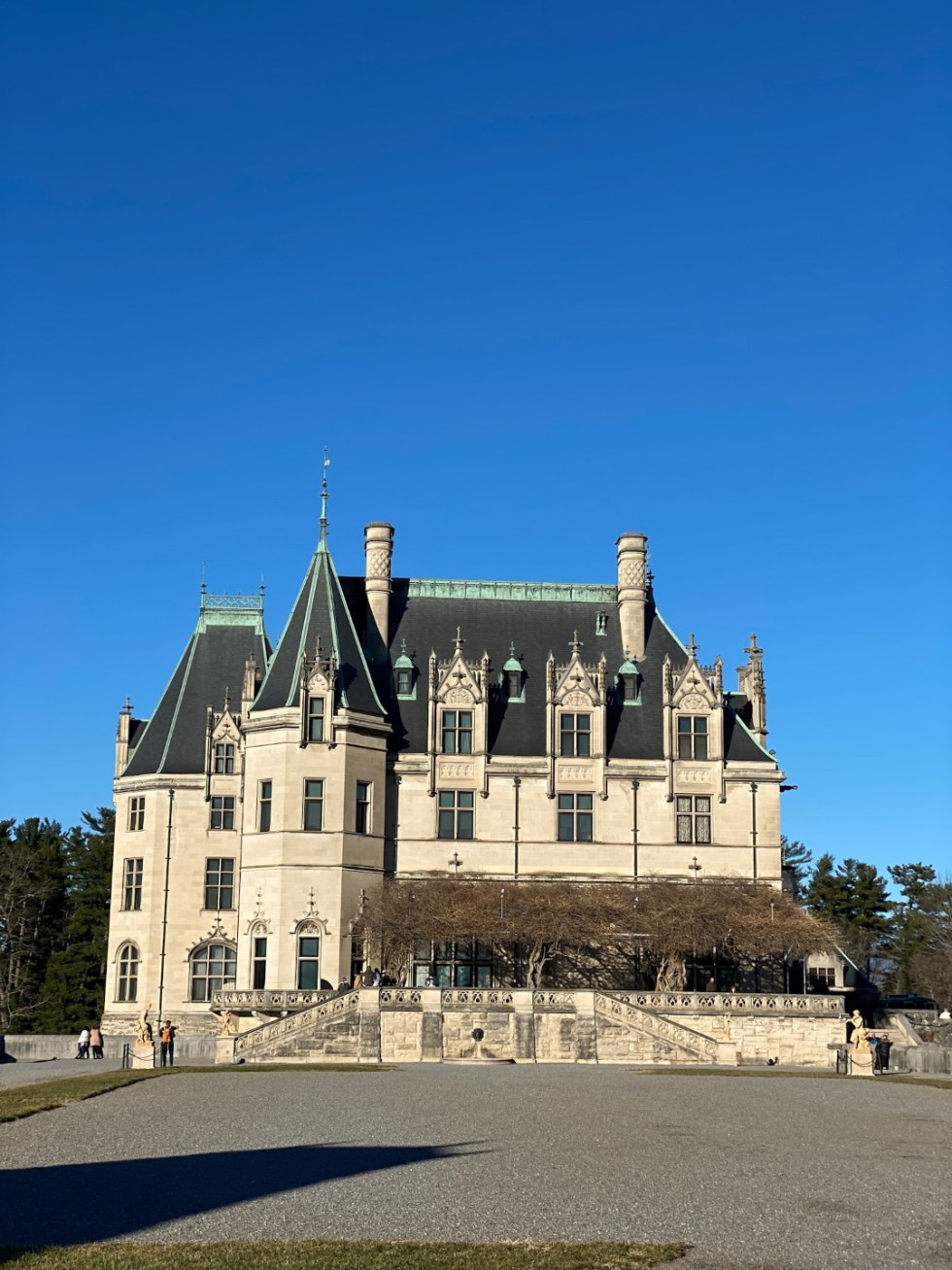 Christmas in Asheville: a Weekend Getaway During the Holidays - I'm Fixin' To - @imfixintoblog |Christmas in Asheville NC by popular NC lifestyle blog, I'm Fixin' To: image of a chateau at The Winery.