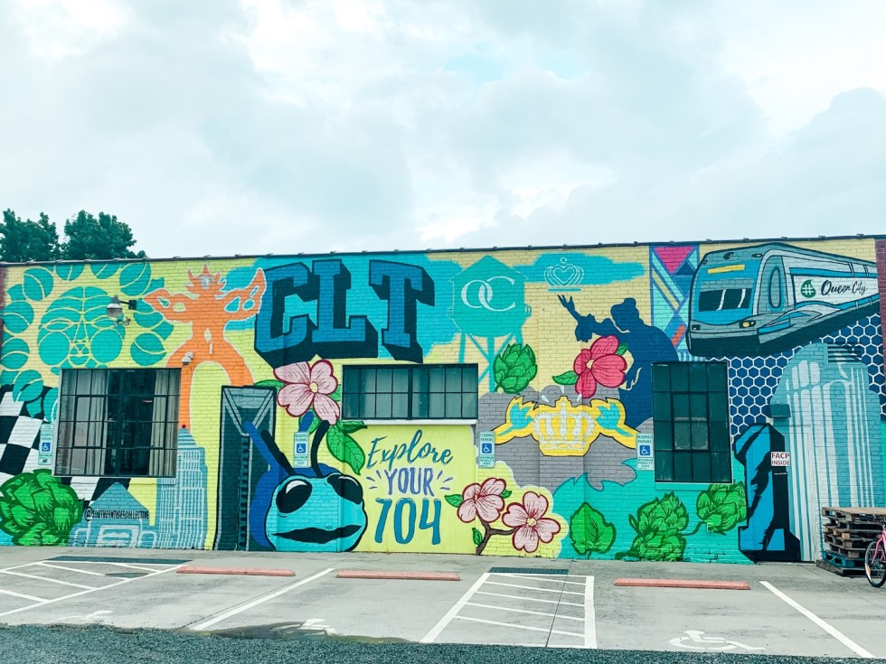 2020, a Year in Review: our Travel Adventures - I'm Fixin' To - @imfixintoblog |Year in Review by popular NC travel blog, I'm Fixin' To: image of a wall mural in Charlotte.