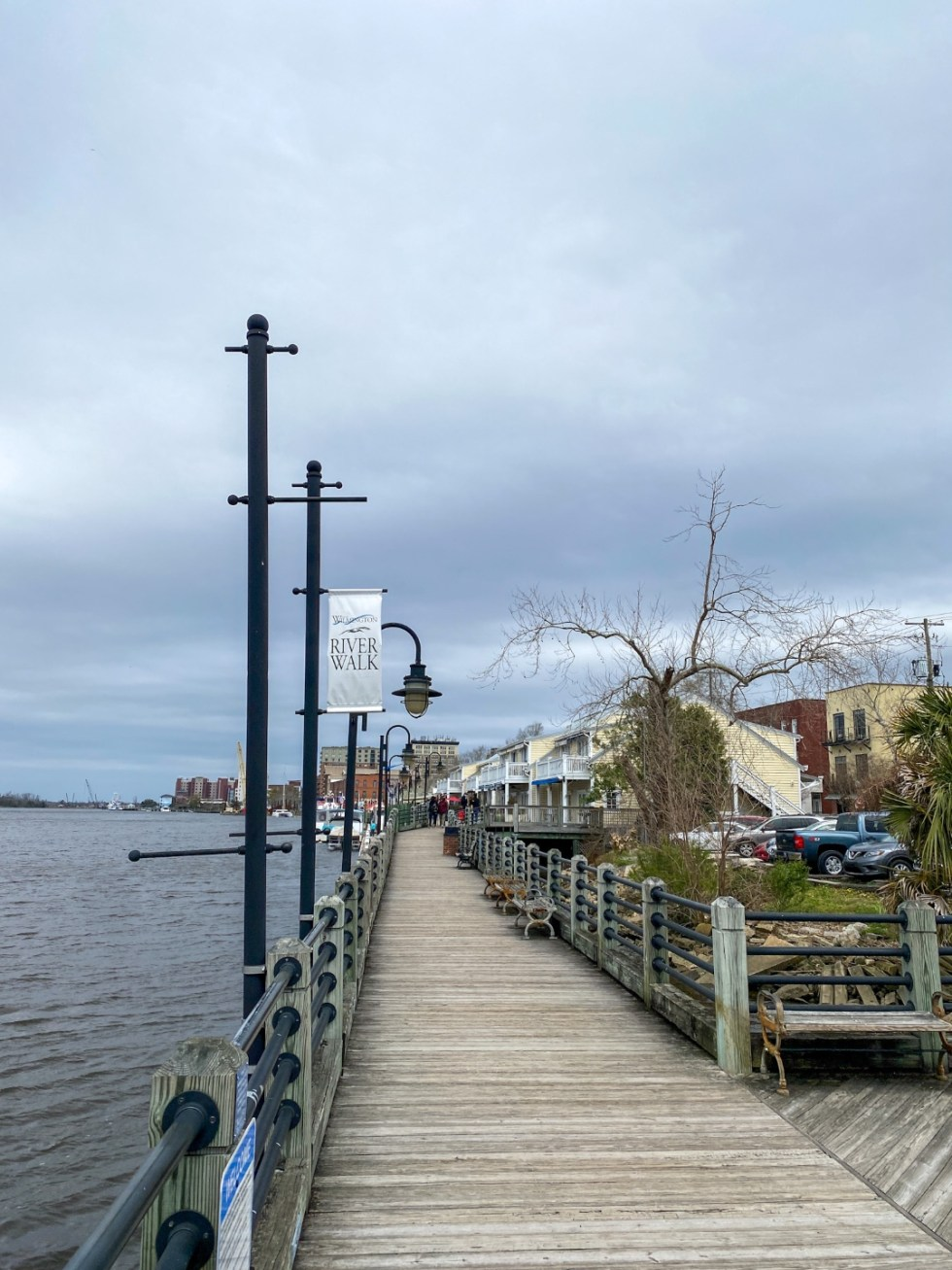 A Spring Weekend in Wilmington, NC: the Best Things to Do - I'm Fixin' To - @imfixintoblog |Weekend in Wilmington by popular NC travel blog, I'm Fixin' To: image of the Wilmington river walk.