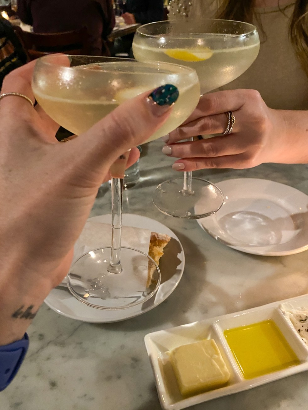 A Spring Weekend in Wilmington, NC: the Best Things to Do - I'm Fixin' To - @imfixintoblog |Weekend in Wilmington by popular NC travel blog, I'm Fixin' To: image of women clinking cocktail glasses together.
