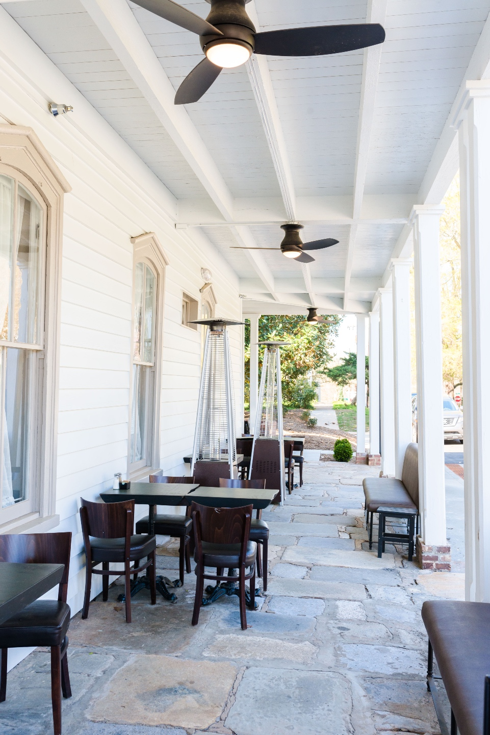 Places to Stay: The Colonial Inn in Hillsborough NC - I'm Fixin' To - @imfixintoblog |The Colonial Inn Hillsborough NC by popular NC travel blog, I'm Fixin' To: image of a patio set with tables and chairs at the Colonial Inn.