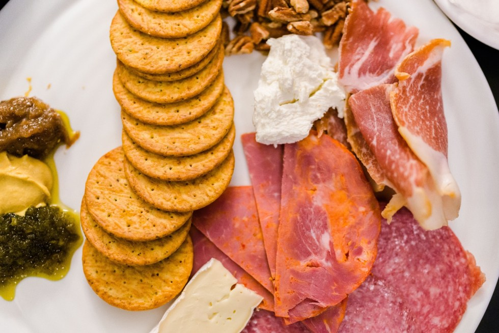 Places to Stay: The Colonial Inn in Hillsborough NC - I'm Fixin' To - @imfixintoblog |The Colonial Inn Hillsborough NC by popular NC travel blog, I'm Fixin' To: image of meats, cheeses, and crackers on a plate.