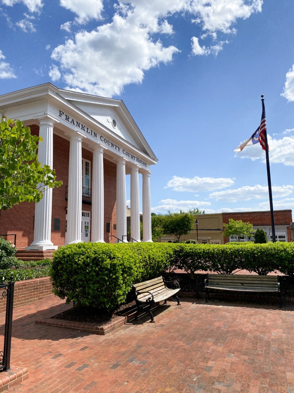 An Afternoon Trip to Franklin County, NC - I'm Fixin' To - @imfixintoblog | Franklin County NC by popular North Carolina travel blog, I'm Fixin' To: image of Franklin county courthouse.