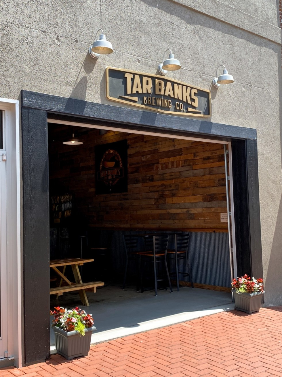 An Afternoon Trip to Franklin County, NC - I'm Fixin' To - @imfixintoblog | Franklin County NC by popular North Carolina travel blog, I'm Fixin' To: image of Tar Banks Brewing Co.