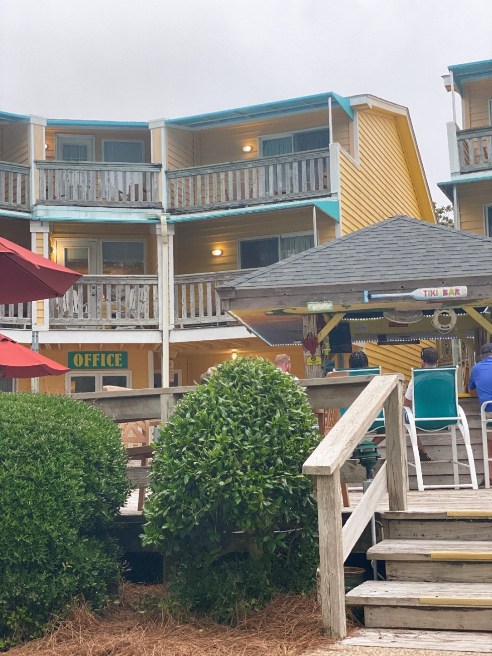 What to Do in Oriental, NC - I'm Fixin' To - @imfixintoblog. |Things to do in Oriental NC by popular NC travel blog, I'm Fixin' To: image of Oriental Marina and Inn.
