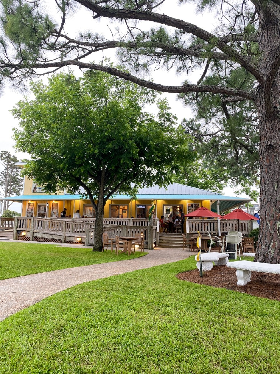 What to Do in Oriental, NC - I'm Fixin' To - @imfixintoblog | Things to do in Oriental NC by popular NC travel blog, I'm Fixin' To: image of the Oriental Marina and Inn.