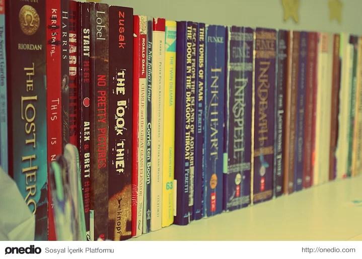 Sürekli kitaplığınızı düzenlersiniz ve haklı bir gururla izlersiniz.