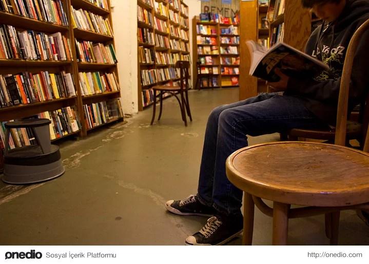 Kitap okumak için özel bir yere ihtiyaç duymazsanız. Metroda, otobüste, sokakta, vapurda her yerde kitap okuyabilirsiniz.