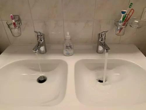 Arrivee D Eau Sous La Double Vasque Plomberie Linternaute Com