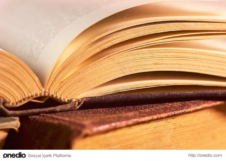 Kitap kokusu sizin için çoğu parfüm kokusundan daha çekici, daha güzeldir.