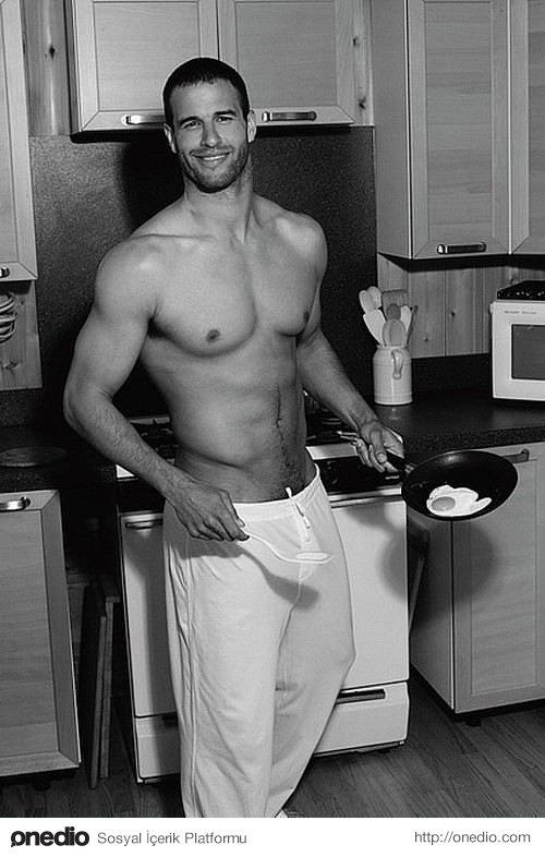 Sizinle mutfağı paylaşan erkek tüm hayatını paylaşmaya da hazırdır.
