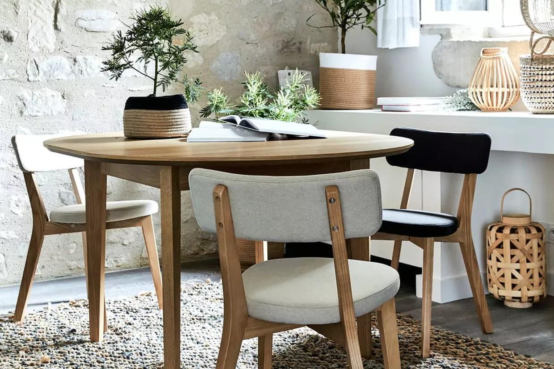 une elegante table ronde pour recevoir