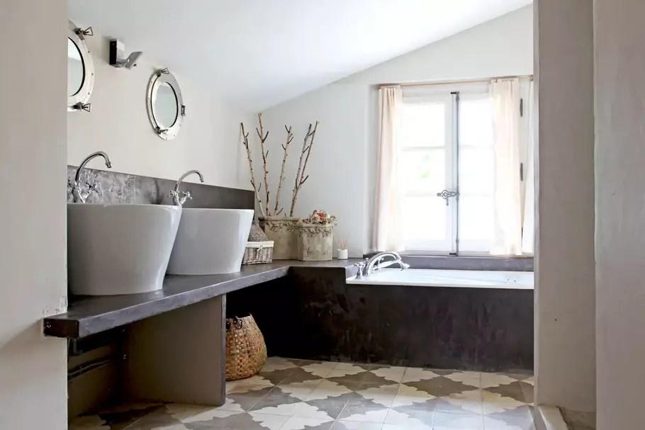 salle de bains grise conseils et