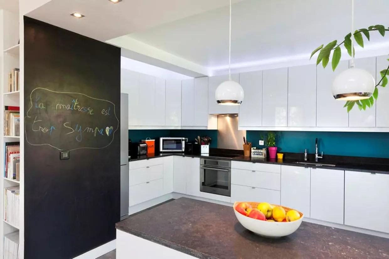 Si vous lisez cet article c'est que l'idée d'une cuisine bleue vous plairait bien. pause