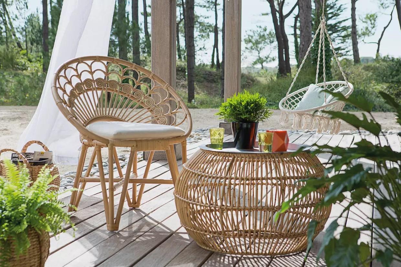 un salon de jardin en rotin pour une ambiance tres nature