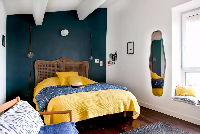 une chambre d adulte bleu paon