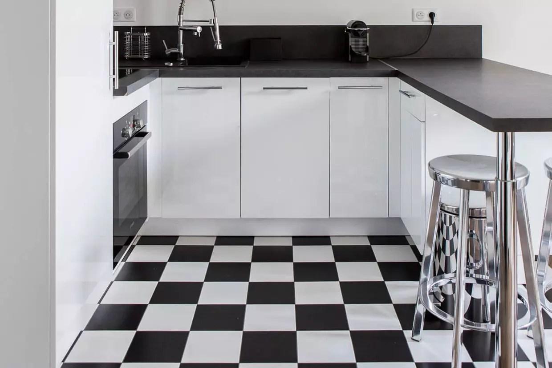 carrelage damier noir et blanc en cuisine