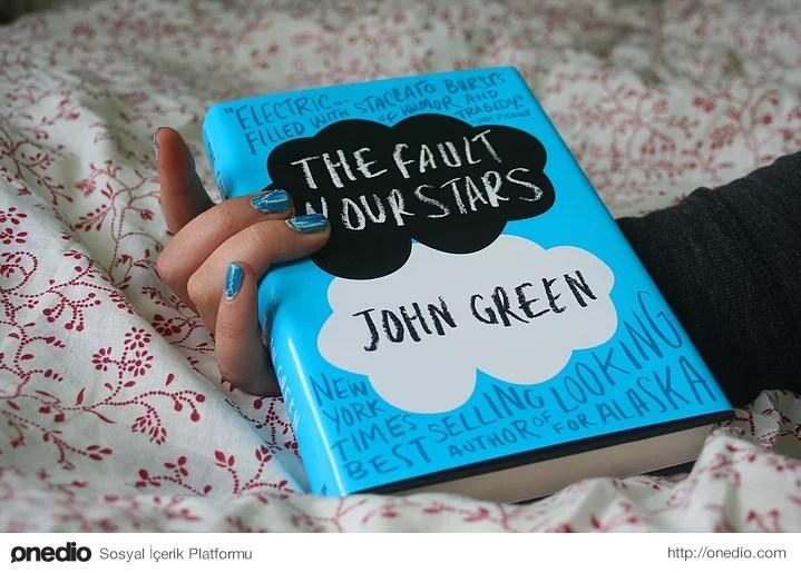 Bir kitap popüler olduğunda onu bir an önce okumak için çıldırır, meraktan ölürsünüz.