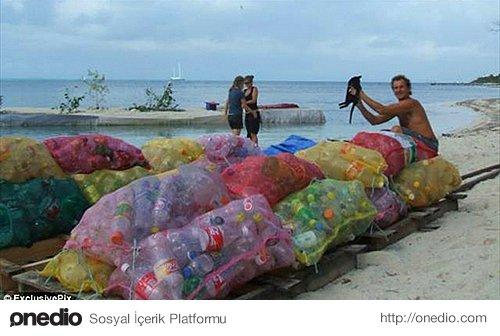 Projesi için gerekli atık şişeleri yerel çöplüklerden temin eder.