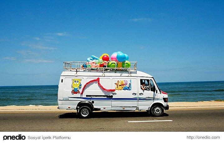 Gazze sahil şerisinde oyuncak satan seyyar araba