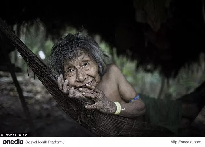 Yaklaşık 400 kişilik nüfusa sahip olan kabilenin 60 üyesi dış dünyayla hiç temasa geçmemiş.