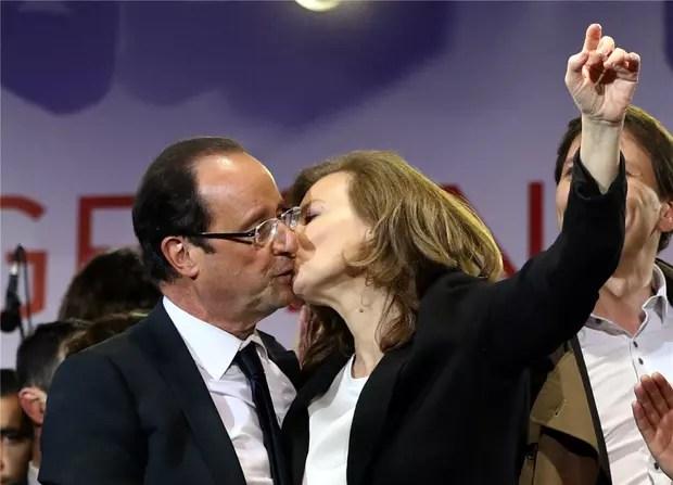 """Résultat de recherche d'images pour """"valérie et françois s'embrassent"""""""