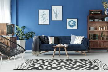 What Color Accent Rug Should I Use With A Navy Blue Couch