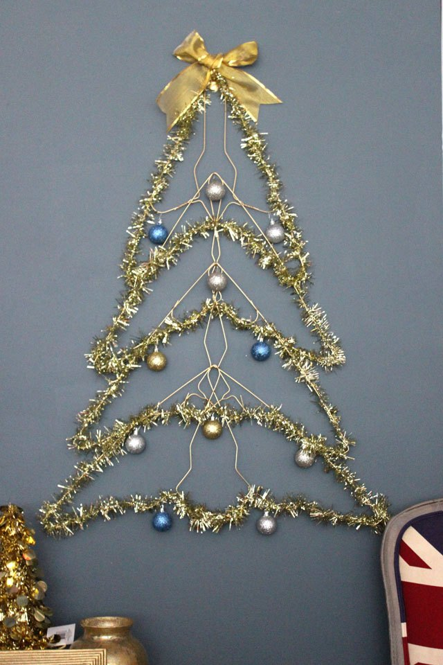 How To Make A Wire Christmas Tree EHow