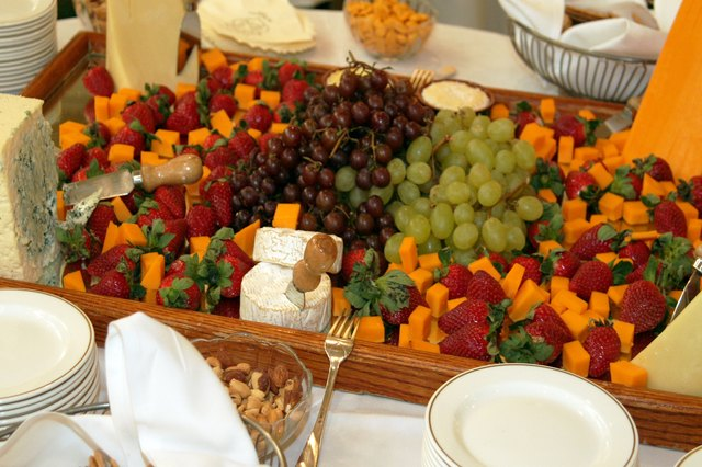 How To Plan A Reception With Finger Food For 200 People