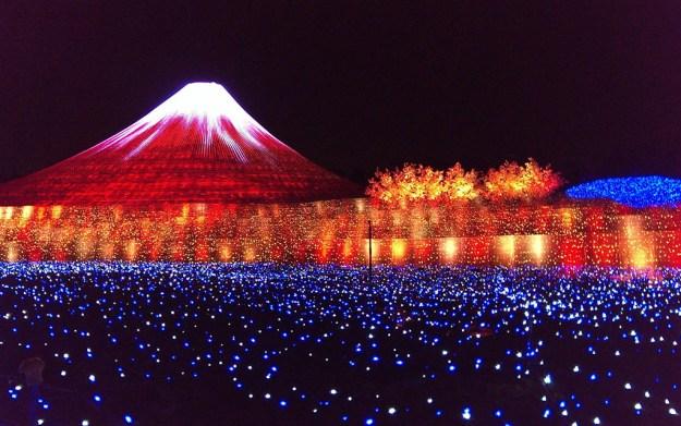 Japan's Glimmering Tunnel of Lights — Spectacular Winter Illuminations 7