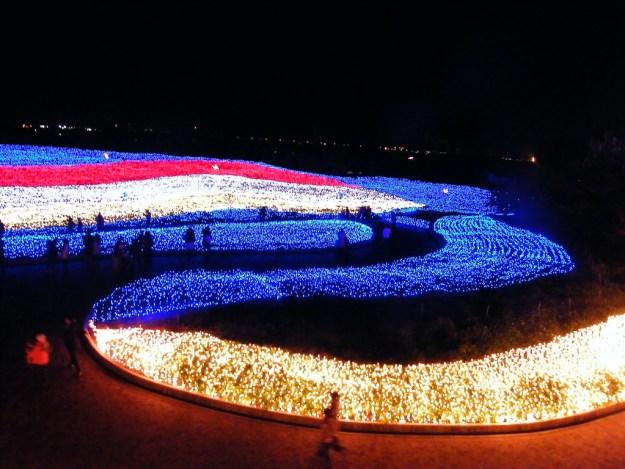 Japan's Glimmering Tunnel of Lights — Spectacular Winter Illuminations 9