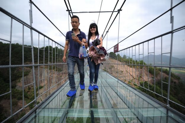13 Pics Of A Glass Bridge That Strikes Fear In Tourists' Hearts 11