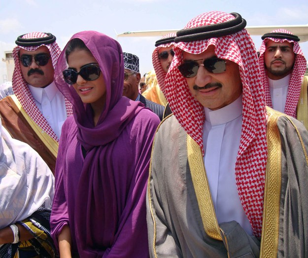 Prince Al-Waleed Bin Talal [R], nephew of the Saudi King, arrives in the Somalian capital, Mogadishu August 27, 2011. A delegation from the Saudi royal family arrived today in Mogadishu on a one-day visit to see how best to assist the Horn of Africa country hit by famine and drought, officials said. The Horn of Africa has been hit by the worst drought in decades, and the UN has described Somalia, where a civil war has been going on since 1991, as facing the most severe humanitarian crisis in the world. AFP PHOTO/STRINGER