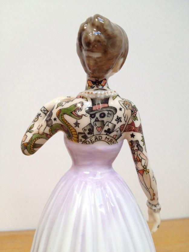Jessica-Harrison-Tattooed-Porcelain-Figurines-03