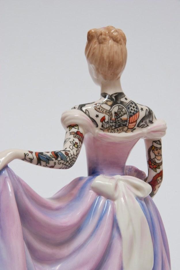 Jessica-Harrison-Tattooed-Porcelain-Figurines-06