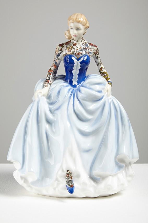 Jessica-Harrison-Tattooed-Porcelain-Figurines-16