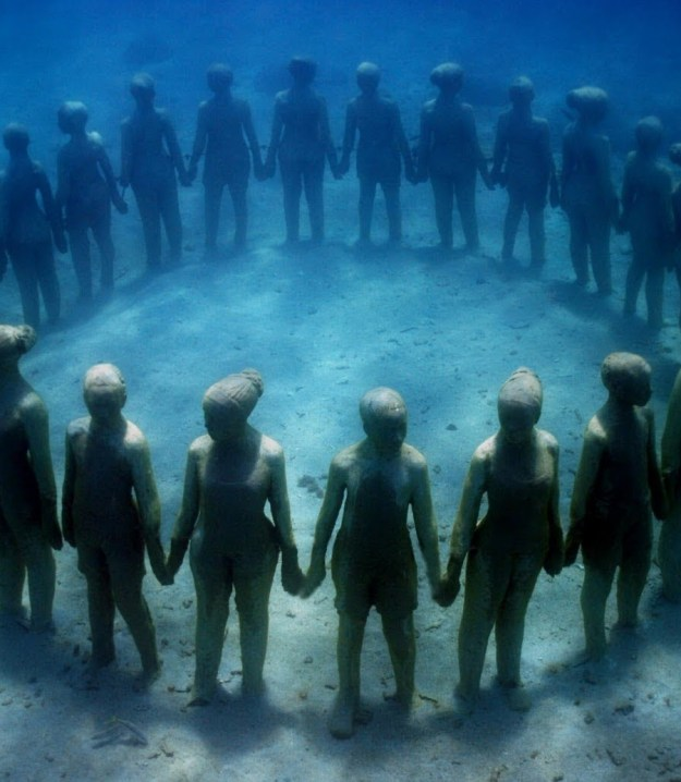 astonishing_underwater_museum_in_cancun_mexico_04