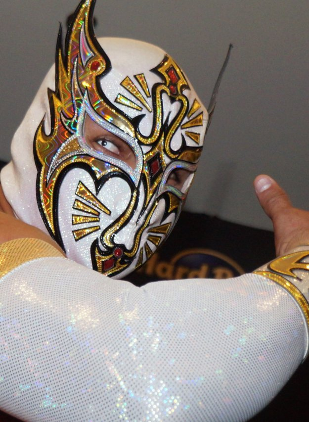 5-most-daredevil-mexican -pro-wrestlers-10