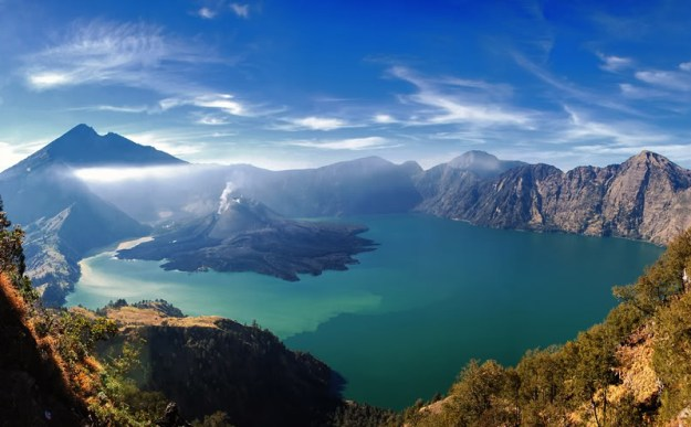 14-most-gorgeous-lakes-on-the-planet-002